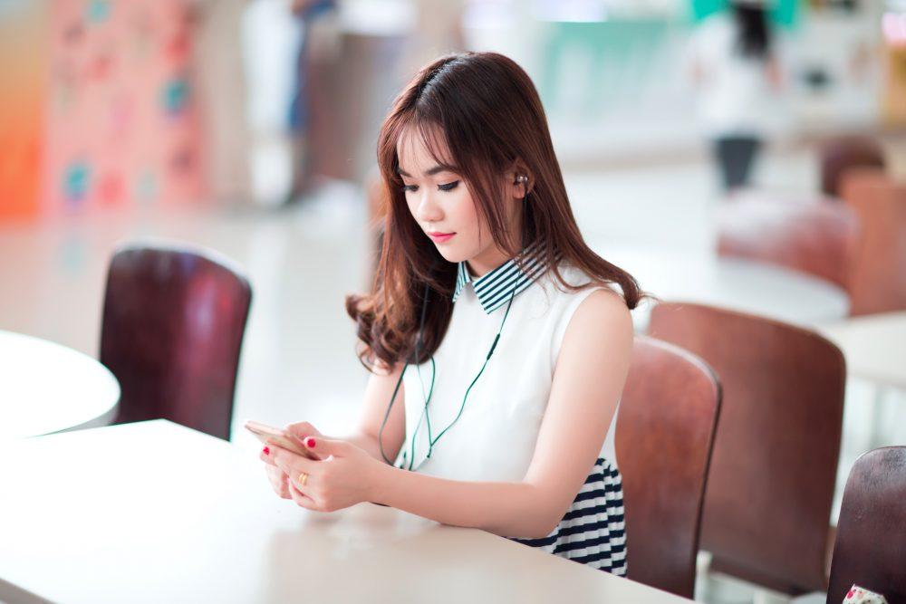blur-chairs-earphone-371163
