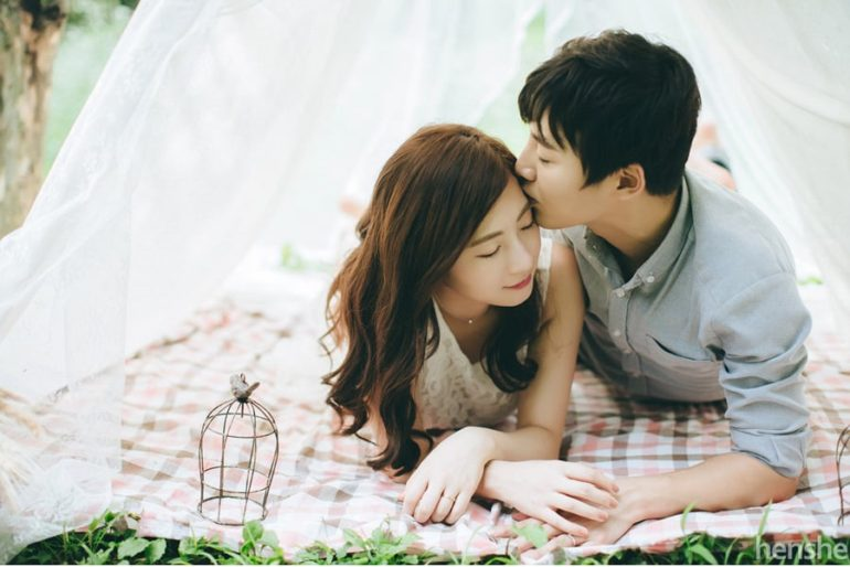 Korean-Couple-Photoshoot-Henshe-Picnic-03-770x514
